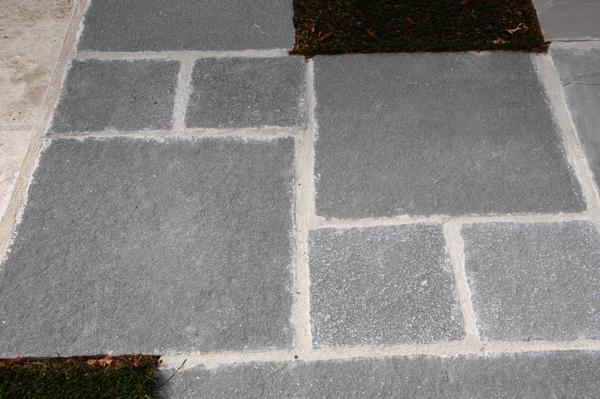 Romane calcaire gris